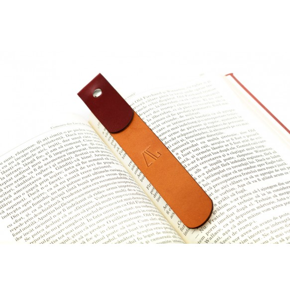 Studded Bookmark in Natural/Bordeaux